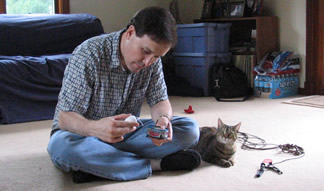 Daddy adjusts the mousie to work gooder